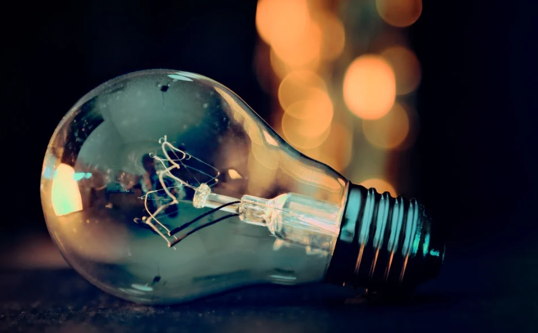 starší žárovka